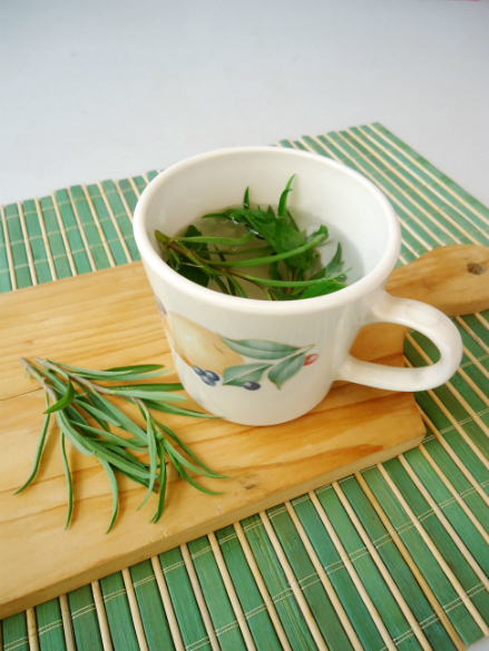 Simple Sunday Snack: Tarragon Tea